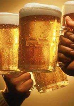 1 người Việt uống 100 chai bia/năm