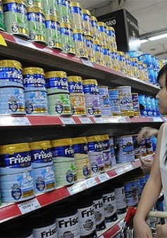 Ngày đầu áp giá trần, các hãng sữa rục rịch giảm giá