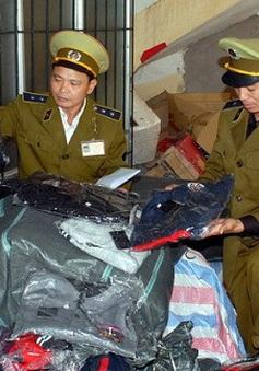 Hà Nội: Tiêu hủy gần 60.000 nhãn mác hàng hiệu giả mạo