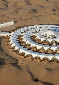Ấn tượng khách sạn hoa sen trong lòng sa mạc
