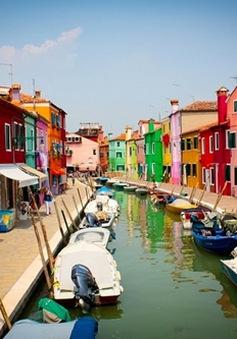 Dạo bước trên hòn đảo sắc màu Burano, Italy