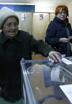 Chùm ảnh: Người dân Crimea bắt đầu bỏ phiếu trong cuộc trưng cầu dân ý