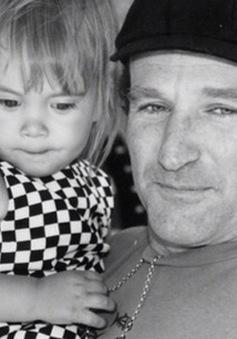 Tài tử Robin Williams đăng ảnh chụp cùng con gái trước khi qua đời