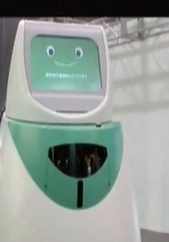 VIDEO: Robot giúp phát thuốc và  lấy mẫu xét nghiệm