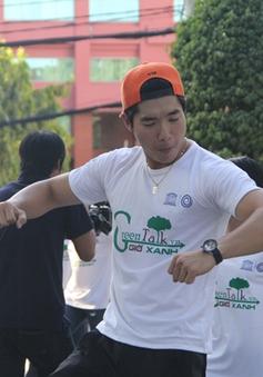 Trương Nam Thành hưởng ứng Ngày Trái Đất bằng flashmob