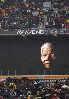 """BBC huy động lượng phóng viên """"khủng"""" tại đám tang Nelson Mandela"""