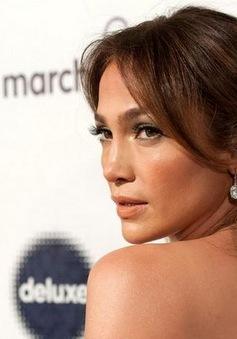 Jennifer Lopez đau đầu vì scandal lừa tình