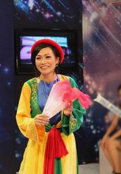 """Phương Thanh """"quậy"""" tưng bừng trên trường quay 2 Idol"""