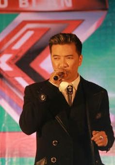 """Đàm Vĩnh Hưng """"cháy"""" hết mình với thí sinh The X-Factor"""