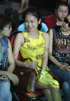 Vợ sắp cưới của Lam Trường lặng lẽ ủng hộ liveshow Dấu ấn