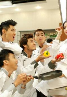 """""""Bếp hát"""": Dàn trai xinh gái đẹp làm nhân viên nhà bếp"""