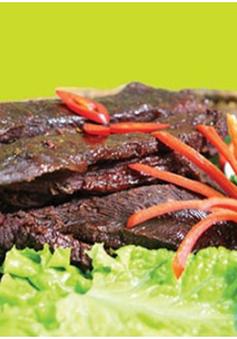 Thịt trâu gia truyền chợ Vé: vừa nghĩ, vừa ăn…