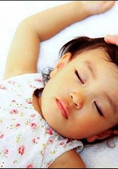 Những lưu ý chăm sóc trẻ bị chàm và ra nhiều mồ hôi