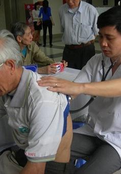 Phòng chống bệnh hô hấp cho người cao tuổi mùa lạnh