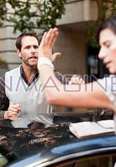 Chồng cáu giận vô cớ do stress - Làm sao đây?