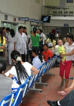 Nhiều trẻ nhập viện vì thời tiết chuyển mùa
