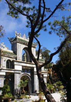 Lên đỉnh Bà Nà ghé thăm chùa Linh Ứng
