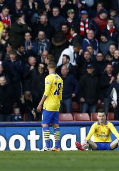 """Stoke 1-0 Arsenal: """"Pháo thủ"""" lâm nguy (VIDEO)"""