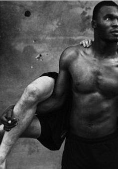 """ĐT Bỉ lột đồ chụp """"bán nude"""" làm triển lãm trước World Cup 2014"""
