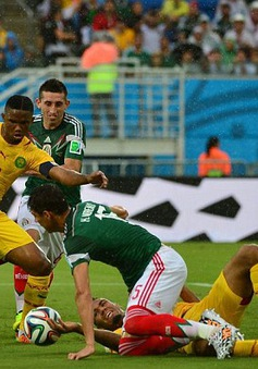 """""""Sư tử"""" Cameroon đã bị người Mexico khuất phục như thế nào?"""