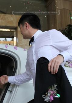 Văn Quyến đón dâu bằng siêu xe Bentley