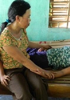 Em gái bệnh tim nuôi chị liệt giường và cháu nhỏ