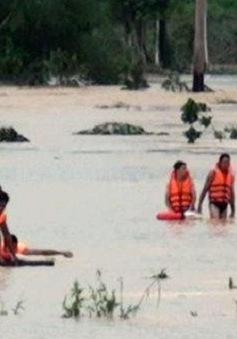 BĐBP Việt Nam cứu người dân Campuchia thoát khỏi vùng lũ
