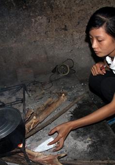 Nữ sinh mồ côi cha mẹ nguy cơ rời giảng đường ĐH