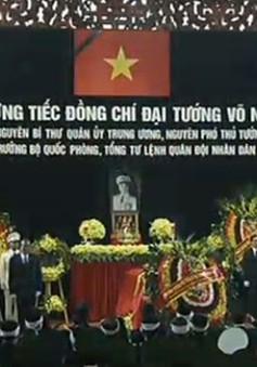 Chuyên cơ chở linh cữu Đại tướng đến sân bay Quảng Bình