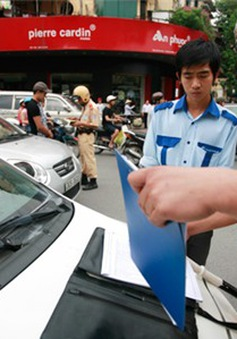 """Hà Nội """"dẹp loạn"""" taxi trước Tết Nguyên đán"""