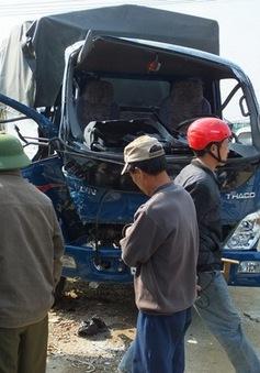 Ôtô tải cố tình vượt đường ray, 2 người chết tại chỗ