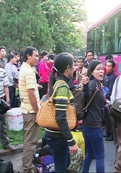 TP.HCM: Các chuyến xe nghĩa tình đưa công nhân về quê ăn Tết