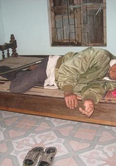 Vợ đau ốm kiếm tiền chữa bệnh, lo miếng ăn cho chồng bại liệt