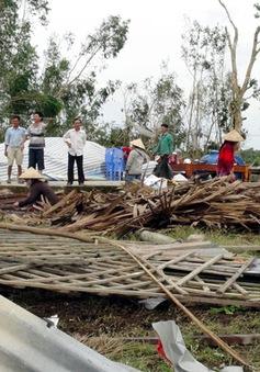Lốc xoáy làm sập hàng trăm nhà dân tại Cà Mau