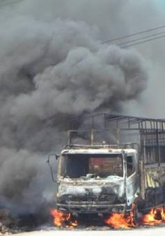 Đang lưu thông, xe tải bất ngờ bốc cháy ngùn ngụt