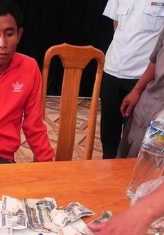 Bắt đối tượng vận chuyển 600 viên ma túy từ Lào về Việt Nam