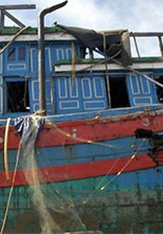 Trục vớt thành công tàu đánh cá ĐNa 90152 TS