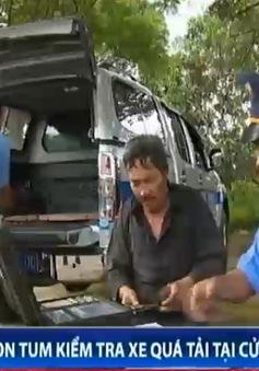 Kon Tum kiểm tra xe quá tải ngay tại cửa khẩu