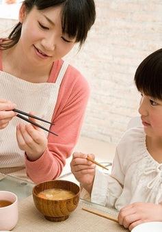10 quy tắc ứng xử mẹ cần dạy bé