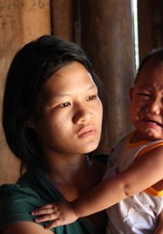 Số phận nghiệt ngã của cô gái làm mẹ ở tuổi 20