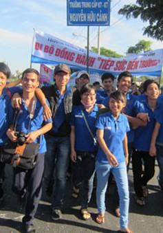 """Hơn 5.000 tình nguyện viên đi bộ gây quỹ """"Tiếp sức đến trường"""""""