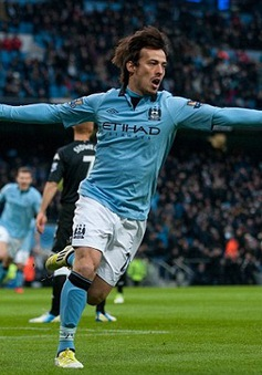 Silva gây sức ép lên M.U, Liverpool đại thắng