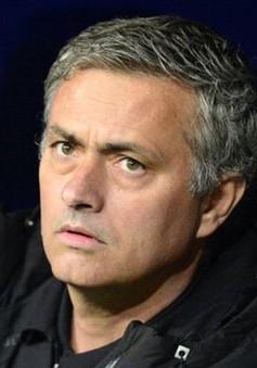 Thua Dortmund, HLV Mourinho tính chuyện ra đi