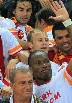 Drogba ăn mừng ngôi vô địch với Galatasaray