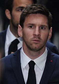Messi và các đồng đội lặng lẽ đến viếng đám tang HLV Tito Vilanova