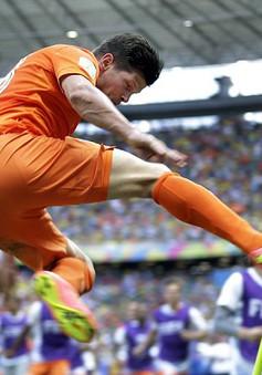"""""""Người Hà Lan bay"""" nghiện những cú đá theo kiểu kung-fu"""