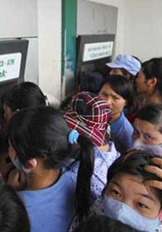 Mới chỉ 4 ngân hàng thực hiện thu phí ATM