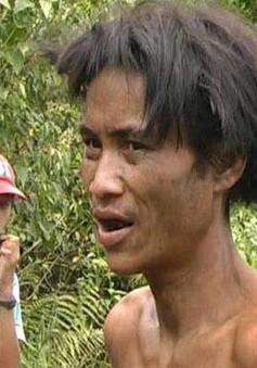 """""""Giải cứu"""" hai cha con 40 năm sống trong rừng"""