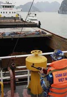 Bắt giữ tàu chở 3.000 tấn quặng trái phép