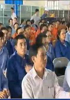 Hà Tĩnh tuyên truyền cách thể hiện lòng yêu nước với công nhân